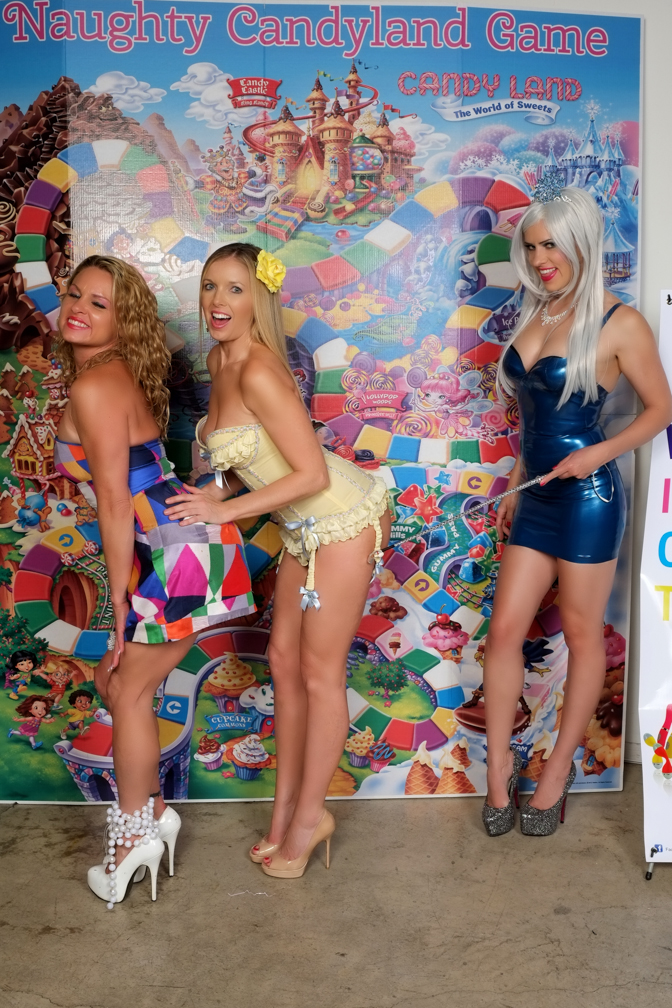 Amanda Blow, Sienna Sinclaire and Queen Frostine get naughty!